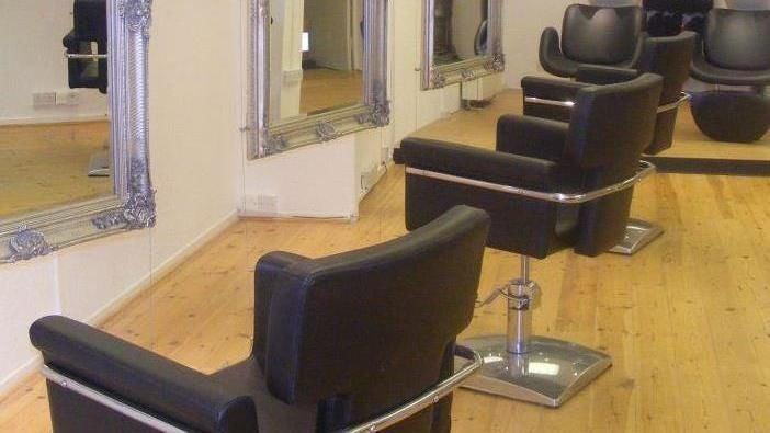 The salon - 1