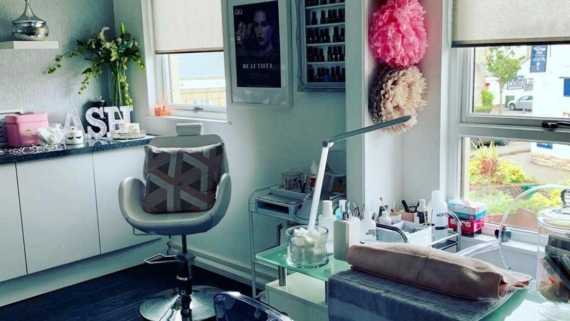 OneUp Hair & Beauty - 1