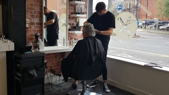 Max Thomas Hair stylist and barber