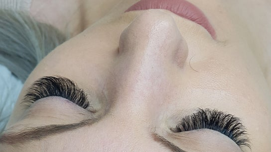 Lashes Nails & Brows by Alix