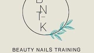 Beauty_nails_training_with_kay