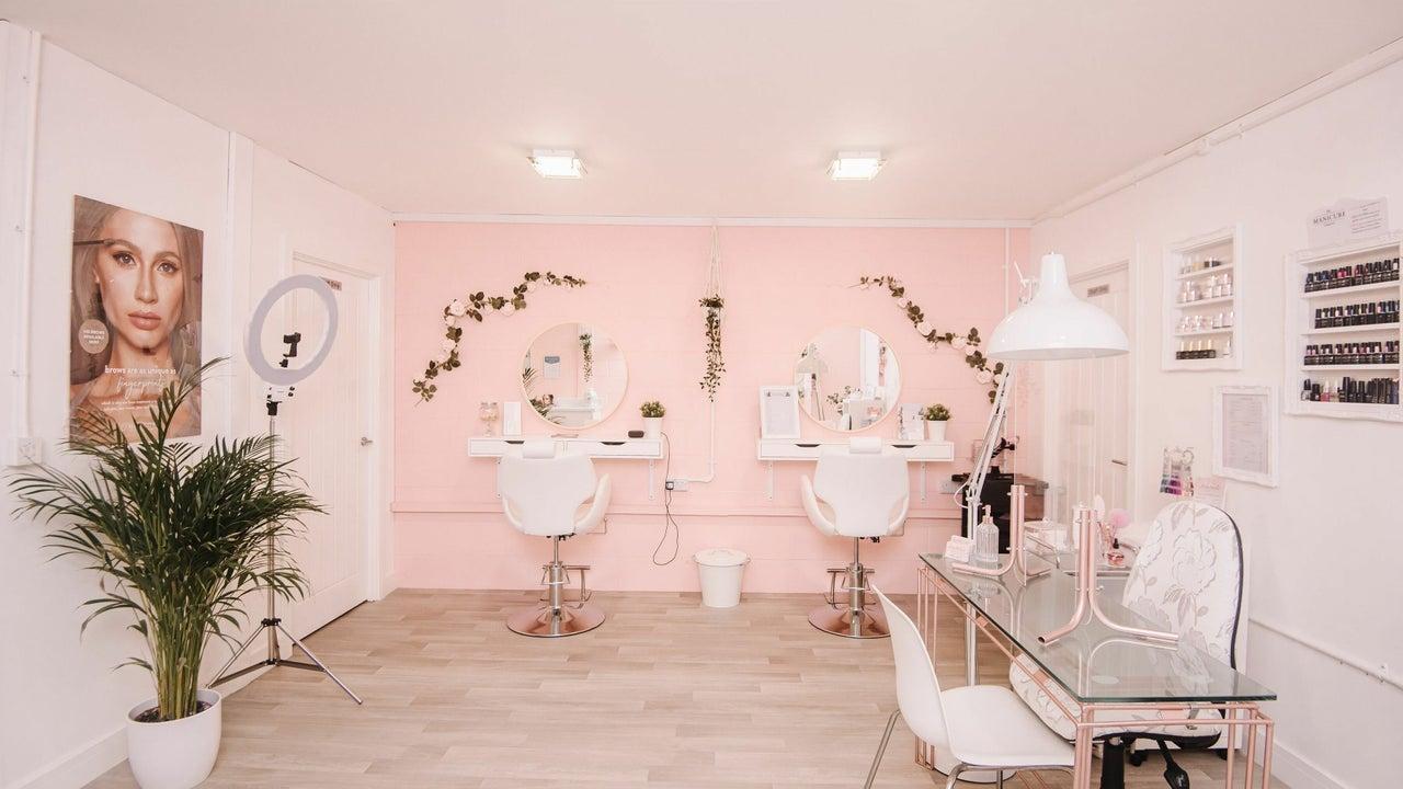 Chloë Lash & Beauty Training Academy