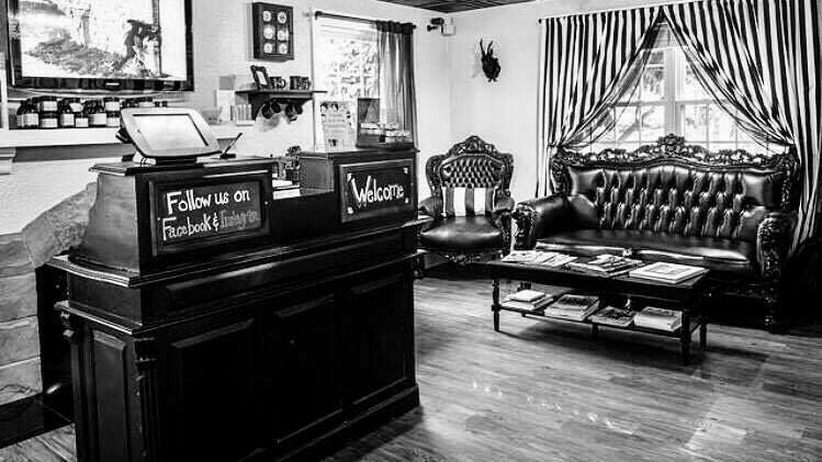 Salon Noir Centerville - 1