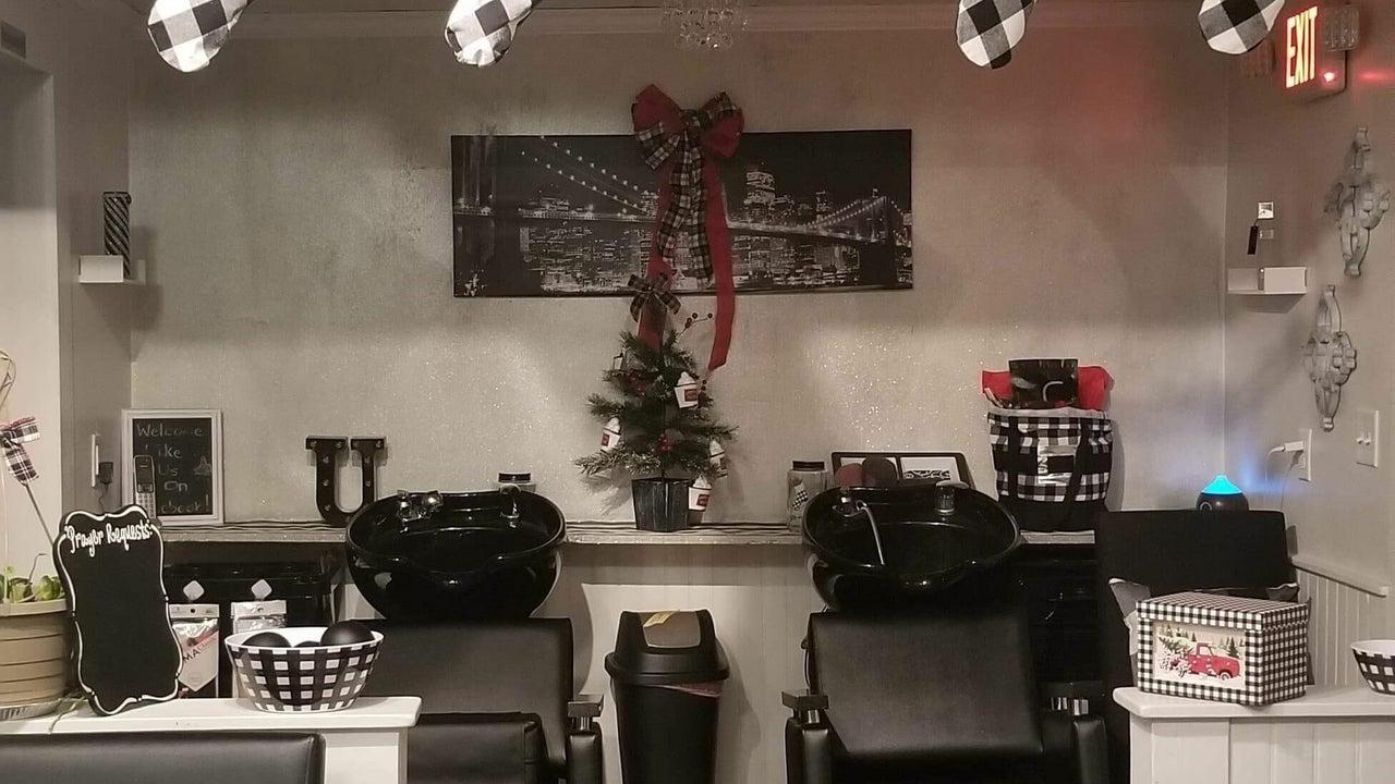 Uptown Stylez Unisex Salon - 1