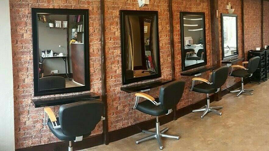 Salon Seventy four - 1