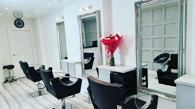 32 hair studio