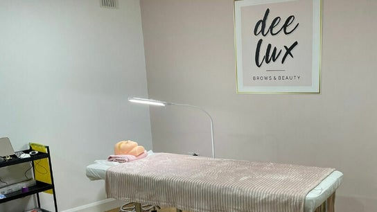 Deelux Brows and Beauty