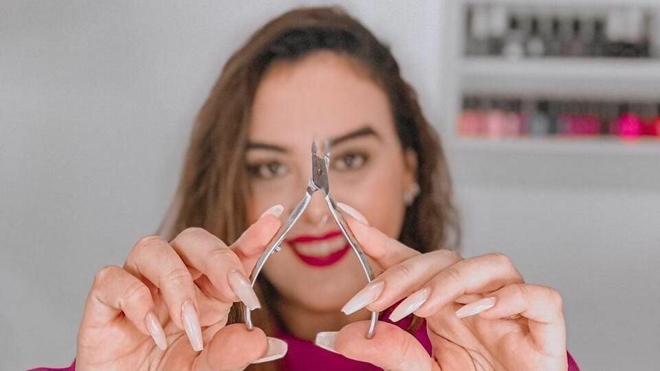 Raíza Favaro - Nails Designer