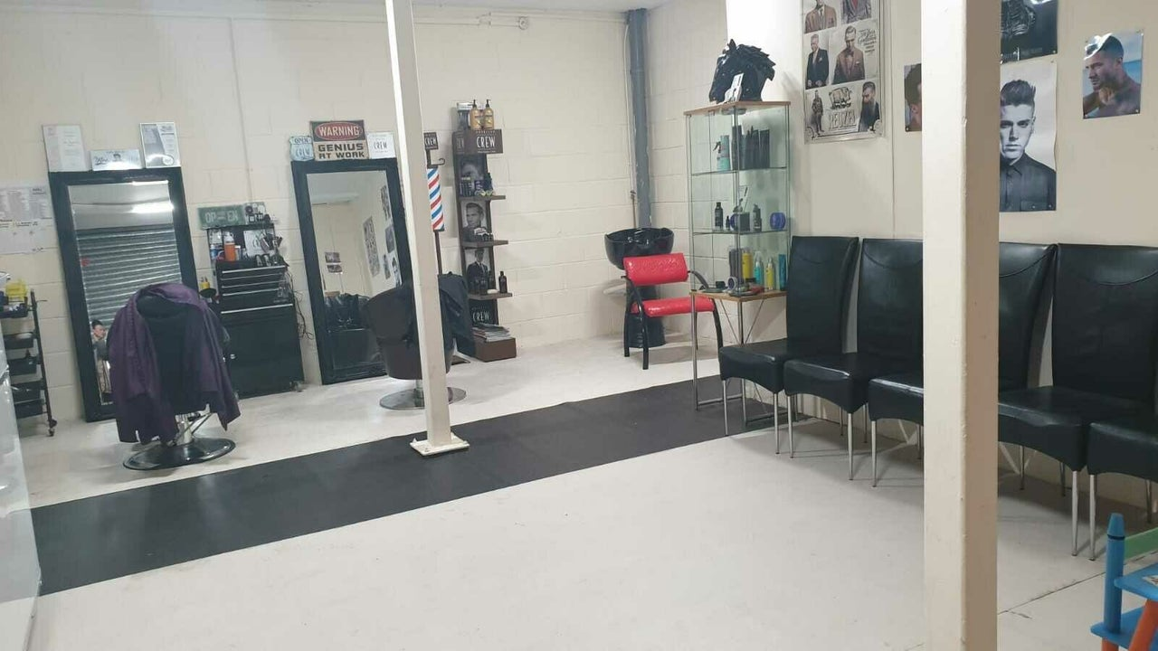 Fades'n'Shaves Barbers, Beauty & Sunbeds - 1